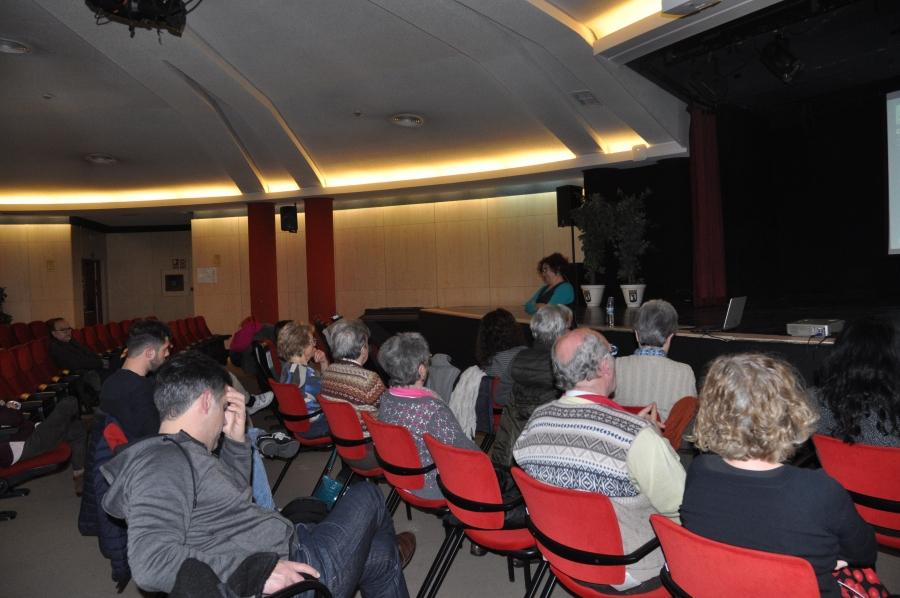 Conferencia «Desarme y economía para hacer las paces» de Tica Font